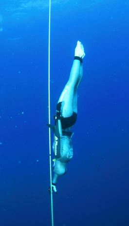 Mandy Cruickshank on a free immersion dive